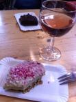 Bolo e vinho :)