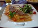 Omelete de queijo com tomate