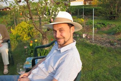 """eu no """"Schrebergarten"""" (jardinzinho urbano berlinense) dos meus tios uns anos atras."""