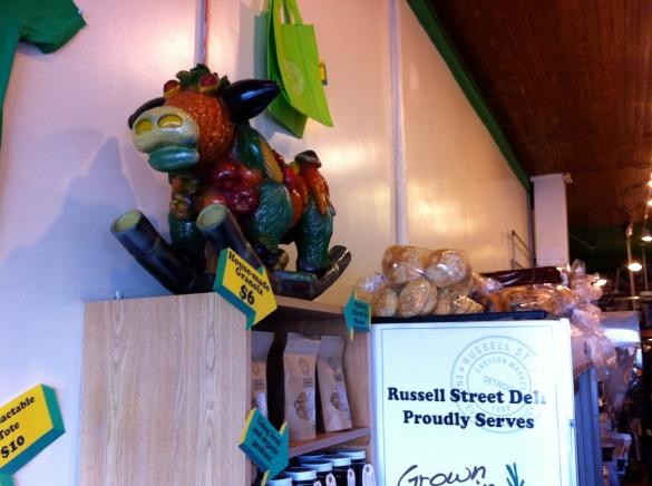 parte interior do restaurante com a vacinha de legumes