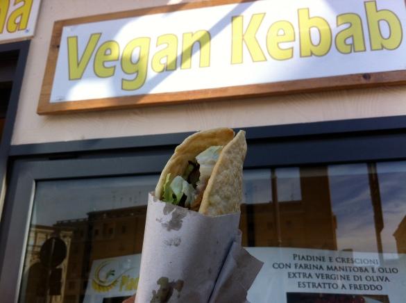 voila: o primeiro kebab vegan artesanal italiano! É uma delicia :-P