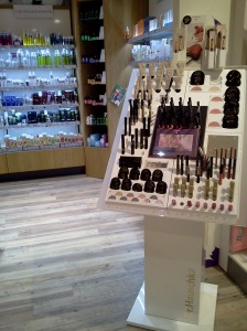 parte de cosmeticos em uma loja bio qualquer