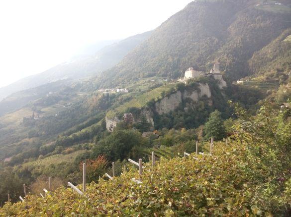 o castelo que deu o nome para a regiao inteira. hoje tem um vilarejo do lado aproveitando muito bem do turismo que recebe milhares de visitantes no ano inteiro de qualquer canto do mundo.