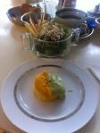 Polenta com creme de abobora e rucula com salada de brotos