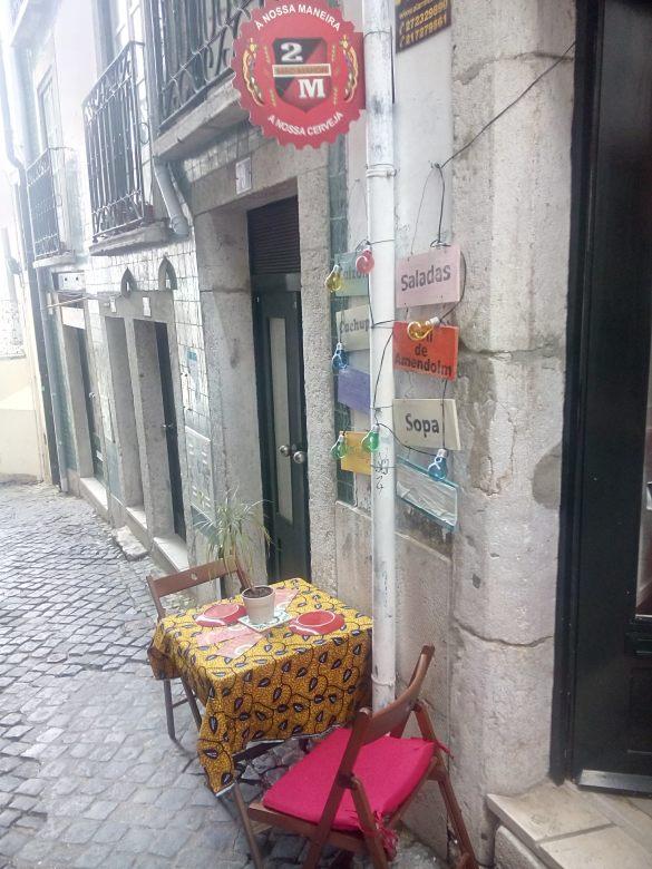 "restaurante ""Roda Viva"" no Beco de Mexias debaixo da Alfama"